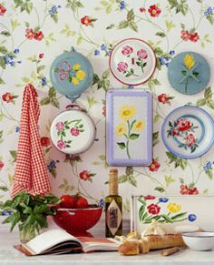 Creative display of floral embossed pots and pans! Shabby Chic Living Room, Shabby Chic Homes, Shabby Chic Furniture, Shabby Chic Decor, Rustic Decor, Kitchen Wallpaper, Of Wallpaper, Decorating Your Home, Decorating Ideas
