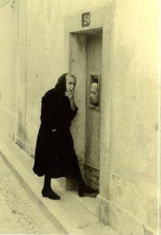 """ adreciclarte: "" Gérard Castello-Lopes - Portugal, 1956 "" ""We reveal most about ourselves when we speak about others. Vintage Photographs, Vintage Images, Old Pictures, Old Photos, Portuguese Culture, Street Portrait, Photo P, Photo Black, Great Photos"