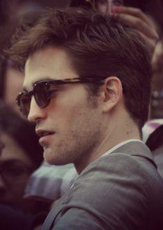 I'm a fan of Robert Pattinson. Robert Douglas, I Robert, Twilight Edward, Twilight Saga, Kristen Stewart, Celebrity Crush, Celebrity Photos, Robert Pattinson Twilight, Edward Cullen