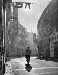 Hong Kong degli anni '50 nelle foto mozzafiato di Ho Fan - Il Post