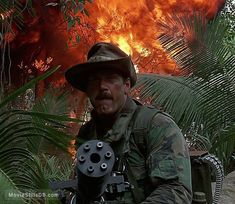 A gallery of Predator publicity stills and other photos. Featuring Arnold Schwarzenegger, Carl Weathers, Kevin Peter Hall, Sonny Landham and others. Predator Art, Predator Movie, Alien Vs Predator, Sci Fi Movies, Action Movies, Horror Movies, Carl Weathers, Airbrush Designs, Sci Fi Horror