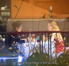 Lili Reinhart and Cole Sprouse on a date in Paris last night (April Bughead Riverdale, Riverdale Funny, Riverdale Memes, Cole Sprouse Dating, Stranger Things, Riverdale Betty And Jughead, Cole Spouse, Zack Y Cody, Lili Reinhart And Cole Sprouse