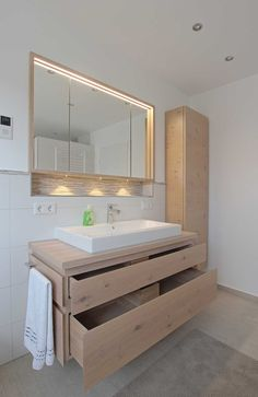 modernes badezimmer mit freistehender badewanne badezimmer pinterest wei e wanne. Black Bedroom Furniture Sets. Home Design Ideas