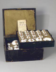 Il servizio Taparelli dentro la sua valigia in cuoio © Christie's Images Limited Decorative Boxes, Miniature, Gift Wrapping, Gifts, Home Decor, Gift Wrapping Paper, Presents, Decoration Home, Room Decor