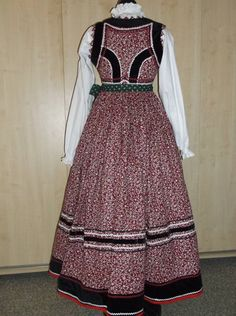 Folk Costume, Costumes, Hungarian Embroidery, Folk Dance, Traditional Fashion, Embroidery Patterns, 1, Culture, Boho