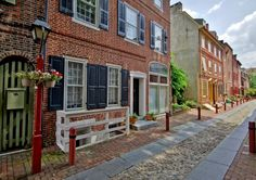 4 Luxury Homes on America's Oldest Residential Street. Historic Homes For Sale, Old Street, Real Estate News, Renting A House, Townhouse, Luxury Homes, The Neighbourhood, Exterior, Architecture