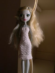 Crochet for Barbie (the belly button body type): White Monster High doll dress