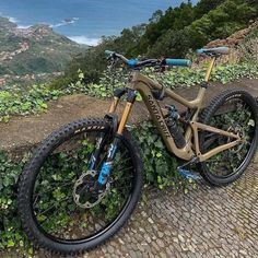 These are the best tires for BMX riding in Find the perfect bike tires for dirt, park or street riding. Find the top signature designed BMX tires from the best BMX brands this year. Mt Bike, Bike Mtb, Downhill Bike, Road Bike, Mountain Bike Action, Mountain Bike Trails, Vtt Dirt, Bicicletas Cannondale, Montain Bike