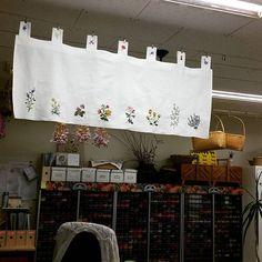 #바란스 #무명 #야생화 #야생화자수 #대나무 와함께 걸어보세요. #남양주공방 #자수정 과함께~~~ #수강생작품 Crewel Embroidery, Vintage Embroidery, Embroidery Patterns, Sewing Projects, Projects To Try, Stitch Book, Shabby Flowers, Linen Bag, Fabric Painting