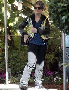 Poor Kelly Osbourne broke her foot! Feel better soon @luis what