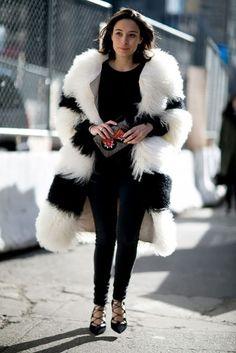 look all black casaco de pelos