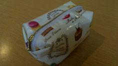 お菓子柄✿スクエアポーチの作り方|ソーイング|編み物・手芸・ソーイング | アトリエ|手芸レシピ16,000件!みんなで作る手芸やハンドメイド作品、雑貨の作り方ポータル