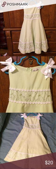 Rare Editions Formal Green Dress Rare Editions Pale Green Formal Dress. Little Girls Size 5. Worn 2 times. Rare Editions Dresses Formal