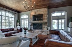 Kelly Clarkson Is Selling Her Luxury Lakefront Mansion  - Delish.com
