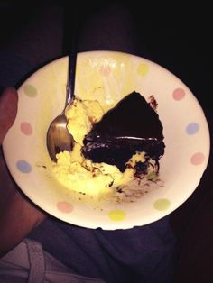 Asda chosen by you chocolate fudge cake & ice cream is to die for!! #icecream #chocolate #fudgecake pic.twitter.com/skZuC98v5F