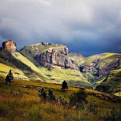 The majestic Drakensberg mountain range through Sani Pass. Captured by by meetsouthafrica Midland Meander, Landscape Photography, Nature Photography, Kwazulu Natal, Out Of Africa, Mountain Range, Wonders Of The World, Monument Valley, South Africa