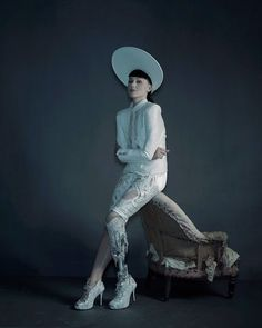 Crystal Leg by The Alternative Limb Project Created by Sophie de Oliveira Barata for Viktoria Modesta. Photography by Nadav Kander and Omkaar Kotedia. Prosthetic Leg, Bionic Woman, Burlesque Costumes, Remo, Fashion Painting, Aesthetic Photo, Art Sketchbook, Art Reference, Character Design