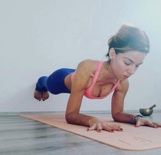 Yoga is a sort of exercise. Yoga assists one with controlling various aspects of the body and mind. Yoga helps you to take control of your Central Nervous System Yoga Bewegungen, Wall Yoga, Sup Yoga, Fitness Workouts, Yoga Fitness, Shape Fitness, Yoga Sequences, Yoga Poses, Photo Yoga