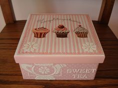 Naranja y Fucsia: Caja de Te Cupcakes Decoupage Vintage, Decoupage Glass, Decoupage Furniture, Decoupage Box, Diy Storage Boxes, Tea Box, Handmade Frames, Altered Boxes, Flower Wall Decor
