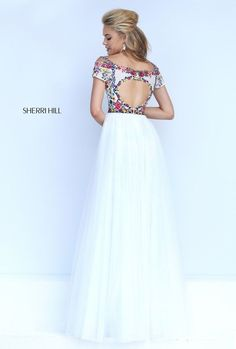 Sherri Hill dresses are designer gowns for television and film stars. Find out why her prom dresses and couture dresses are the choice of young Hollywood. Sherri Hill Prom Dresses, Grad Dresses, Colored Wedding Dresses, Pageant Dresses, Homecoming Dresses, Bridesmaid Dresses, Formal Dresses, Prom Dress Couture, Mexican Dresses
