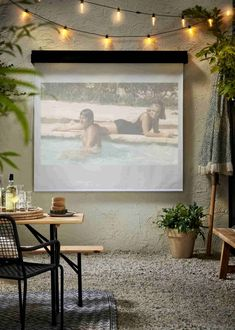 Maak je eigen beamerscherm voor in je tuin | Karwei Diys, Windows, Creative, Garden, Frame, Home Decor, Glass House, Picture Frame, Garten