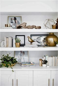 how to style bookcase, how to style open shelves, open shelf decor ideas in modern coasta living room or open shelves in modern home office with gold accents Styling Bookshelves, Bookshelves In Living Room, Decorating Bookshelves, Bookcases, Living Room Shelving, Shelving Decor, Living Room Modern, Home Living Room, Living Room Decorating Ideas