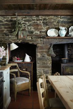 Would love to have this stone wall in my kitchen.... the only change would be a fireplace instead of the stove...
