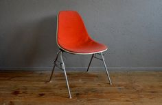 Chairs Charles Ray Eames DSX flesh red plastic base grey chrome 50s design fiberglass hull Hermann Miller midcentury