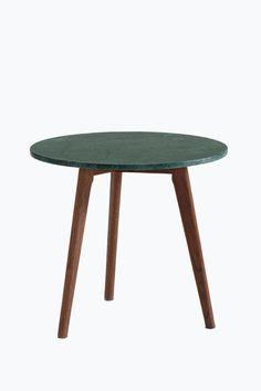 Stone-sohvapöytä, korkeus 45 cm 139,00EUR Sohvapöytä, jossa marmorinen pöytälevy ja kolme tammipuista jalkaa. Korkeus 45 cm, Ø 50 cm.