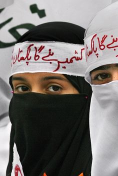 Kashmir day in Pakistan. Pakistani girls demonstrate for human rights of Kashmiris living in Indian held Kashmir, in Rawalpindi, on Monday, 05 January 2007.