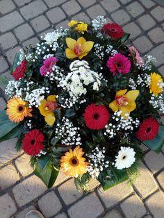 Temetési koszorú Floral Wreath, Wreaths, Plants, Home Decor, Floral Crown, Decoration Home, Door Wreaths, Room Decor, Deco Mesh Wreaths