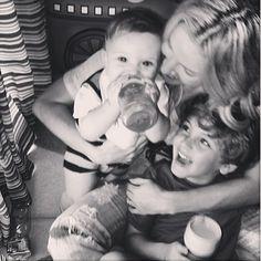 Claudia Leitte posta foto linda com os filhos