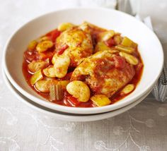 Chicken, butter bean & pepper stew Use storecupboard pulses and tasty chicken thighs in this healthy paprika-flavoured casserole with peppers and tomato Bbc Good Food Recipes, Dinner Recipes, Cooking Recipes, Healthy Recipes, What's Cooking, Healthy Food, Low Gi Foods, Canned Butter, Bacon Potato