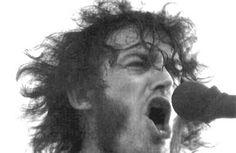 John Robert Cocker conocido como JOE COCKER , nació en Sheffield Inglaterra el 20 de mayo de 1944 en donde inicia su carrera musical participando en algunas bandas cuando apenas tenia 15 años.. &nb...