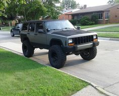 Cherokee Chat - The Black XJ Club. Old Jeep, Jeep 4x4, Jeep Truck, Jeep Stuff, Guy Stuff, Jeep Grand Cherokee Zj, Jeep Xj Mods, Jeep Parts, Cool Jeeps