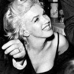 Photos de la sublime, divine et légendaire Marilyn Monroe. Entre charme,sensualité et glamour. Revisitez sa vie au travers de somptueux clichés et photos. Des photos rares et peu connues. Quelques biographies et de belles photos. Un hommage à Marilyn