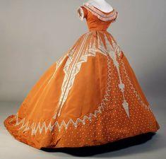 Evening dress, by House of Worth, ca. Kent State University Museum Evening dress, by House of Worth, ca. 1800s Fashion, Edwardian Fashion, Vintage Fashion, Gothic Fashion, Vintage Beauty, Emo Fashion, Feminine Fashion, Steampunk Fashion, Day Dresses