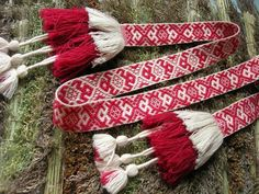 (Site in Russian) Random pictures of slavic folk dress, accessories, etc. Some nice pictures of inkle bands and interesting tassel finishes Inkle Weaving, Inkle Loom, Card Weaving, Tablet Weaving, Finger Weaving, Traditional Fashion, Textiles, Folk Costume, Embroidery