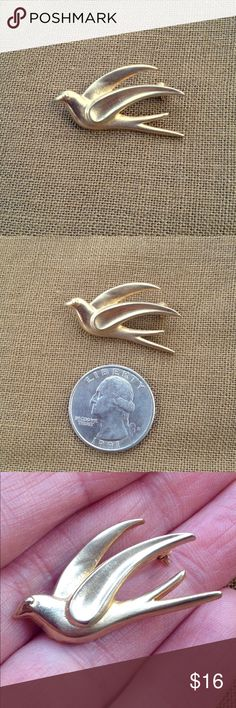 """Vintage Gold Bird Brooch Bergere Vintage, gold toned metal, bird brooch. Signed mid century Bergere pin. 1&1/4"""" X 3/4"""". Excellent vintage condition. Collectible. Truly a lovely flying swallow in an elegant design & old fashioned good quality material. Vintage Jewelry Brooches"""