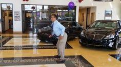 Pewni uliczni tancerze odwiedzili salon dilera samochodowego  Eastern Shore Hyundai w Daphne w Alabamie. Zostali oni zaproszeni na event związany z marką samochodową, na który mieli zatańczyć.  Nikt jednak nie spodziewał się, że kierownik sprzedaży Joseph Barzelay ma zamiar pokazać im jak się poruszać.