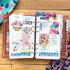 Happy national floral design day! These are definitely my favorite floral patterns from @theplannersociety
