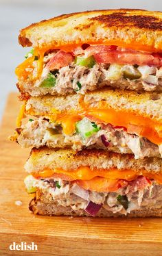 Tuna Melt This classic sandwich is such a comfort food.This classic sandwich is such a comfort food. Tuna Melt Sandwich, Roast Beef Sandwich, Easy Sandwich Recipes, Tuna Melts, Lunch Recipes, Seafood Recipes, Cooking Recipes, Healthy Recipes, Healthy Food