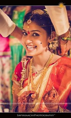 Traditional south indian bride in bridal braid hairstyle. Indian wedding photography.