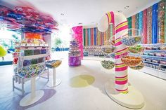 The Best Candy Stores in the World: 11 Beautifully Designed Candy Shops Photos Candy Store Design, Candy Store Display, Boutique Patisserie, Candy Room, Sugar Candy, Healthy Cat Treats, Best Candy, Pick And Mix, Chocolate Shop