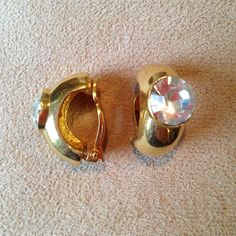 Vintage Clip on Earrings Really cool clip on earrings. They're not too heavy and the clip is really discrete! -negotiating reasonable offers Vintage Jewelry Earrings