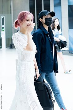 MoonByul and Solar...they look like a lesbian couple- wait they are