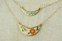 Vintage Bib Necklace with Yellow and Blue Flowers, Small Enamel Necklace Cloisonne Jewelry, Boho Necklace, Yellow Jewelry Wedding von FreshyFig auf Etsy https://www.etsy.com/de/listing/227383775/vintage-bib-necklace-with-yellow-and