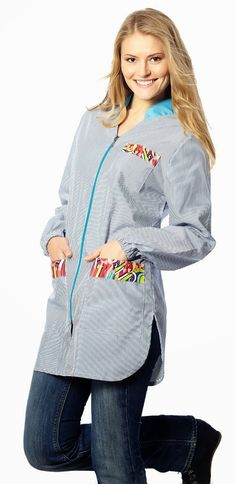 Bata Educación Infantil modelo Lápices Azul. Referencia BA9313. €26,50 Hasta fin de existencias: disponible en talla P, G y SG Medical Scrubs, Smocking, The Dreamers, Hooded Jacket, Apron, Shirt Dress, Hoodies, Womens Fashion, Sweaters