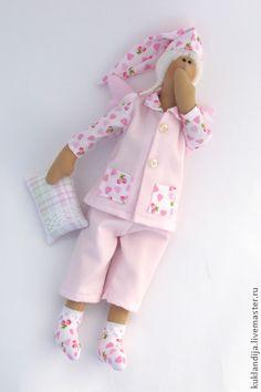 Тильда-феечка розовых снов. Милая феечка снов подарит своей хозяйке самые сладкие, розовые сны. ) Сделаю на заказ. Цветовая гамма может быть любой, по Вашему пожеланию.