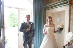 Bride & Groom arriving at the house Bride Groom, September, Wedding Dresses, Photography, House, Fashion, Bride Dresses, Moda, Bridal Gowns
